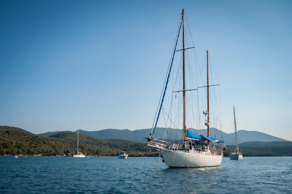 Grécia em veleiro privado